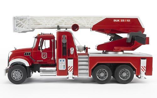 Bruder пожарная машина с выдвижной лестницей и помпой MACK (3)
