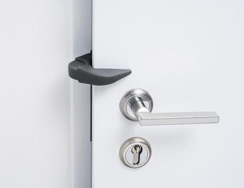Защита Safety First от закрывания и открвания на дверь 2 в 1 (6)
