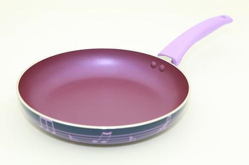 Сковорода для жарки DIVERSO 24x4,5 см с ручкой лилового цвета (алюминий с антипригарным покрытием) Fissman 4829 (1)