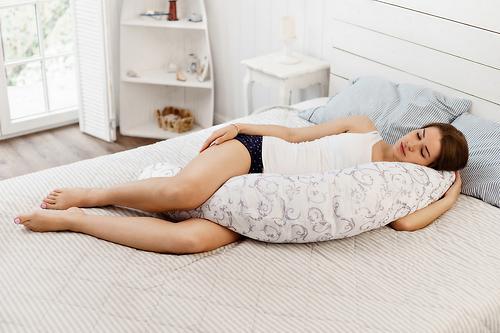 Подушка для беременных Mama's Helper наполнитель полистирол (шарики) бело-черная (16)