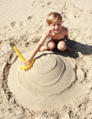 Многофункциональная игрушка Quut Triplet для песка и снега Mellow Yellow (13)
