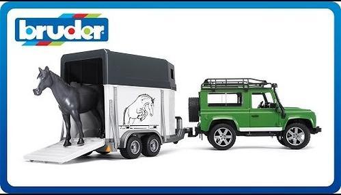 Bruder внедорожник с прицепом-коневозкой и лошадью Land Rover Defender (6)